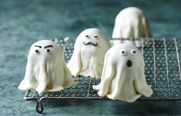 Sjove Halloweenspøgelser i marcipan