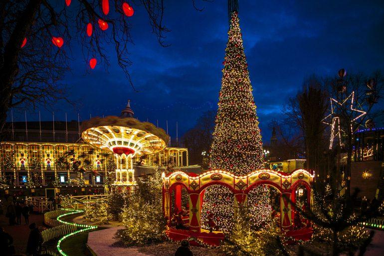 Oplev Honningkageslottet ved Jul i Tivoli