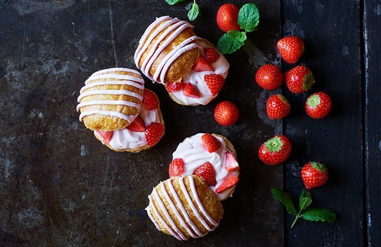 Fastelavnsboller med jordbær
