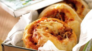 Pizzasnegle med kødfyld